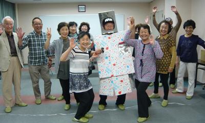 くすのき塾ピンコロ座「うたうロボット」画像
