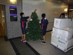 「すばるクリスマスツリーコレクション」準備の様子